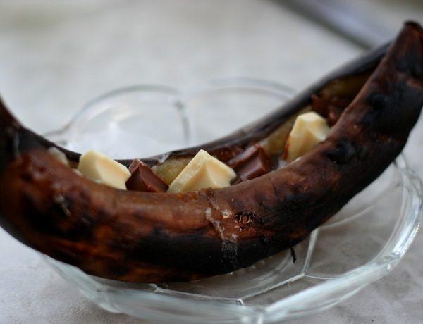banaan met chocolade van de barbecue