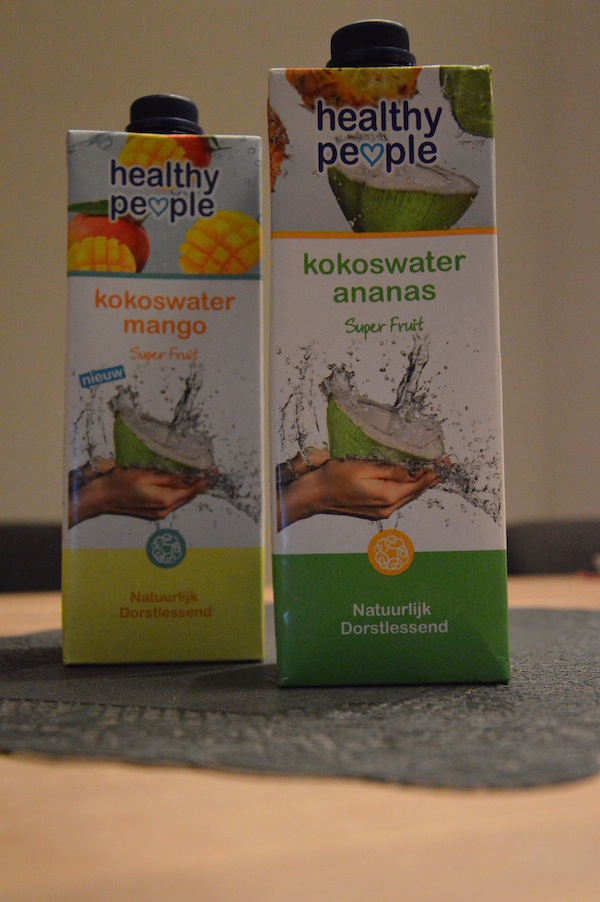Healthy people kokoswater ananas en mango