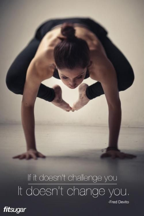 yoga moves op handen