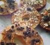 Appel met pindakaas en muesli snack
