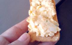 Eiersalade op een toastje