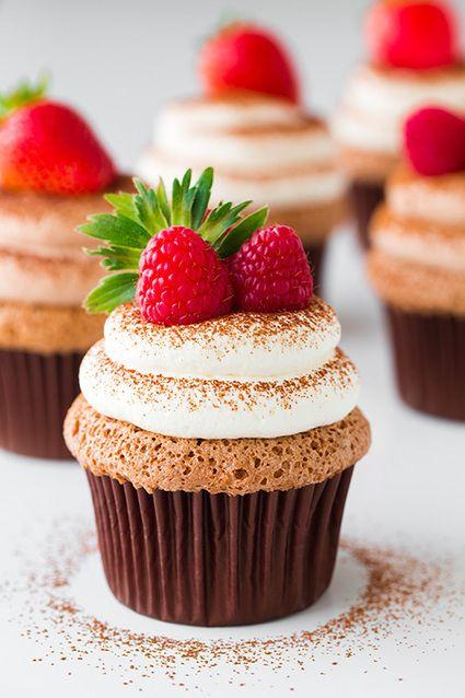 Food friday cupcake met aardbei