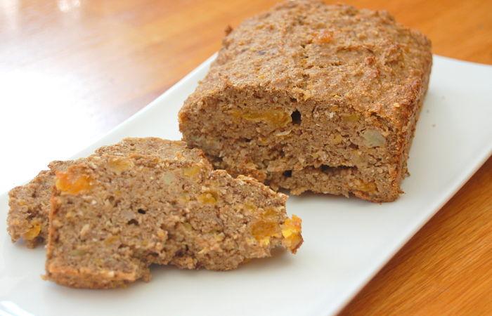 Recept voor gezond bananenbrood met noten en fruit