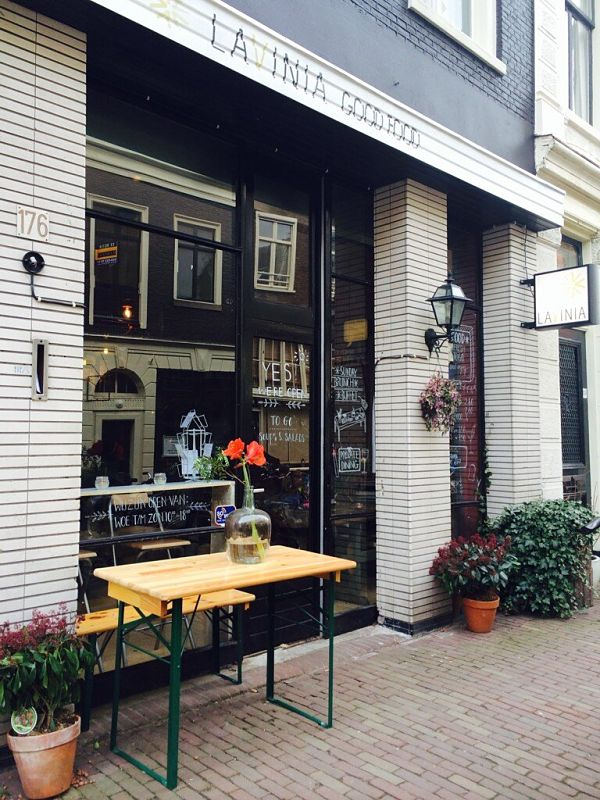 Amsterdam Lavinia Good Food buiten