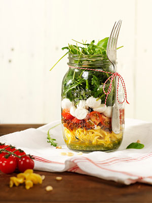 Pasta salade in a jar